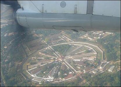 Vista aérea de un complejo militar / Foto: R. Trost