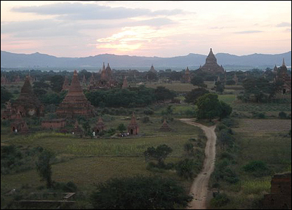 Atardecer en Bagan / Foto: R. Trost