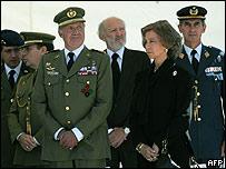 El rey Juan Carlos I en el funeral de dos soldados españoles muertos en Afganistán, septiembre de 2007