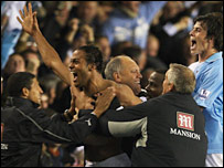 Tottenham boss Martin Jol celebrates after his side's late equaliser