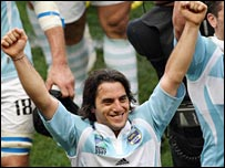 Agustin Pichot celebrates victory over Ireland