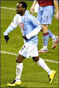 Pascal Chimbonda brings the score back to 4-2