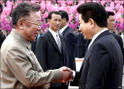 South Korea's President Roh Moo-hyun (R) is greeted by North Korean leader Kim Jong-il (L) during a welcoming ceremony in the capital Pyongyang, North Korea, 02 October 2007. 