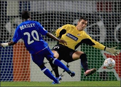 DaMarcus Beasley scores