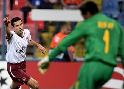 Robin van Persie scores