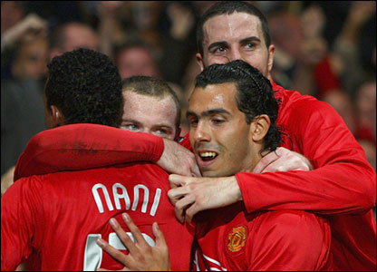 United celebrate Wayne Rooney's goal