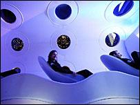 Внутри концептуальной модели корабля SpaceShipTwo