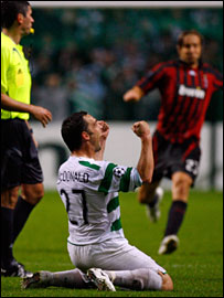 Scott McDonald celebrates Celtic's victory