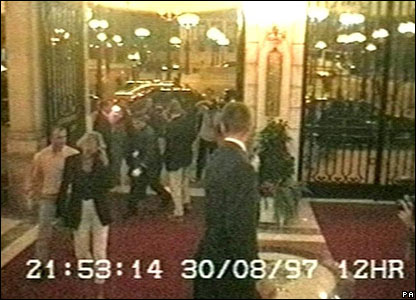 CCTV still of Diana and Dodi returning to the Ritz Hotel followed by paparazzi released to inquest on 3 October