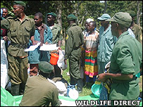 Rangers receiving ration packs (Image: WildlifeDirect)
