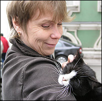 Maria Khaltunen with cat