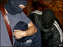 Hooded Spanish police arrest Batasuna leaders