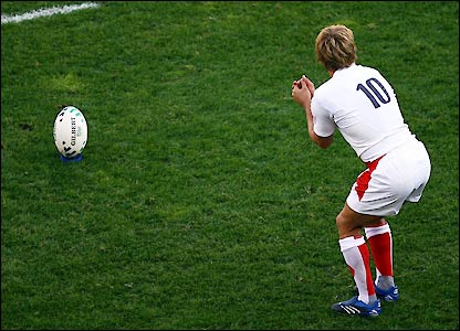 Wilkinson prepares to kick England into a 6-3 lead