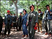 مقاتلو حزب العمال الكردي في معسكر لهم في شمال العراق