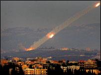 اطلاق صاروخ كاتيوشا من جنوب لبنان ابان حرب 2006