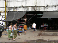 Workers going into the accommodation block in Taladkung market