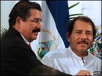 Los presidentes de Nicaragua, Daniel Ortega, y de Honduras, Manuel Zelaya