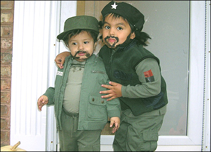 Children dressed as Che Guevara and Fidel Castro
