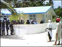 Police and militants in a stand-off in the island of Himandhoo
