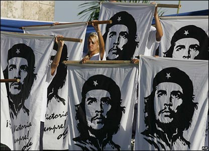 Students hold banners with the image of the late revolutionary leader Che Guevara during a ceremony in his honour in Santa Clara, Cuba