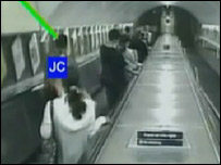 Jean Charles de Menezes enters tube