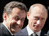 Nicolas Sarkozy (l) and Vladimir Putin meet at the G8 summit in Germany (June 2007)