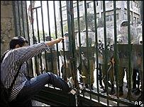 Protestas frente a la Universidad de Teherán