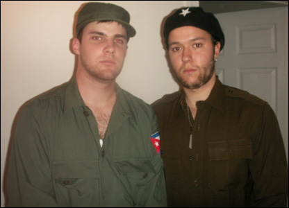 Men dressed as Fidel Castro and Che Guevara
