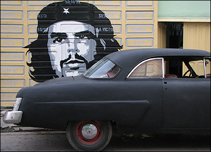 Che mural and car in Cuba