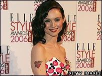Sophie Ellis Bextor showing off her tattoo