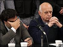 Christian Von Wernich (der.) junto a su abogado, Marcelo Pe�a, en el momento de escuchar el veredicto el 9 de octubre