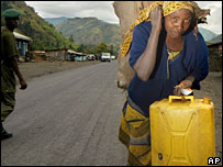 Woman fleeing fighting in Sake, DR Congo