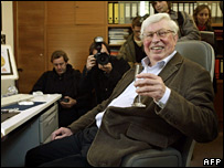 Gerhard Ertl celebrates his Nobel Prize. Image: AFP.