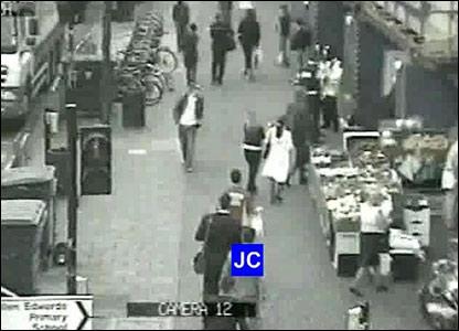 Jean Charles de Menezes approaching Stockwell Tube station
