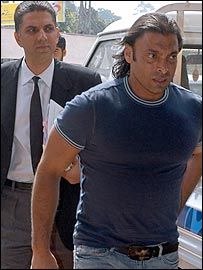 Shoaib Akhtar arrives with his lawyer for last week's disciplinary hearing in Lahore
