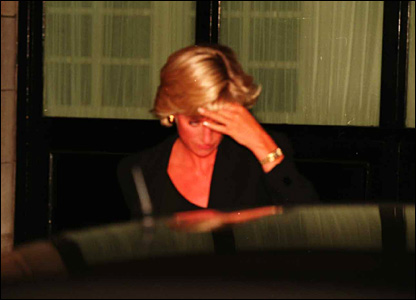 Diana leaves the Ritz Hotel to get into the car. Picture shown to jury on 11 October
