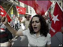 Turkish leftists demonstrate in Istanbul against the US draft resolution