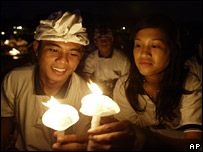 A Balinese couple hold candles at an overnight vigil on 11 October 2007