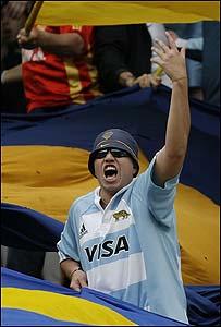 Un seguidor de los Pumas en un estadio