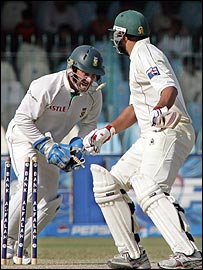 Mark Boucher stumps Inzamam