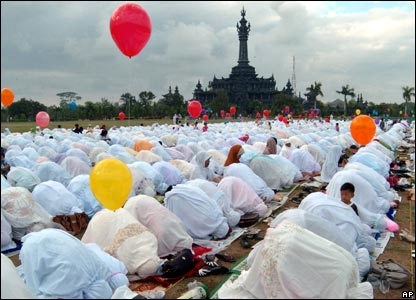 Indonesian Muslims pray in Denpasar on the Indonesian island of Bali