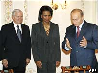 Robert Gates (L), Vladimir Putin (M) and Condoleezza Rice in Moscow on Friday 12 October 2007