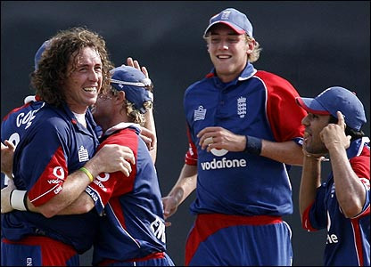 Ryan Sidebottom celebrates one of his wickets