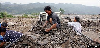 Labriegos abandonan su tierra en los alrededores de la Presa de las Tres Gargantas,  en China