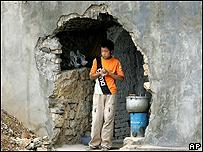 Niño desplazado por la construcción de la presa de las Tres Gargantas