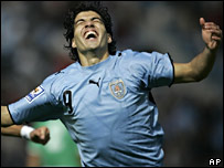 Luis Su�rez, de Uruguay, celebra su gol contra Bolivia
