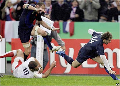 France's Vincent Clerc is prevented from scoring a certain try by substitute flanker Joe Worsley's fantastic tap-tackle