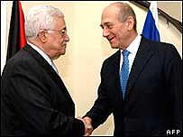 El primer ministro de Israel, Ehud Olmert y el presidente palestino, Mahmoud Abbas