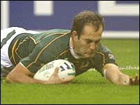 Fourie du Preez dives over to score the Springboks' opening try