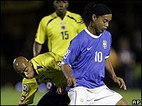 Ronaldinho con la camiseta alternativa en el partido contra Colombia